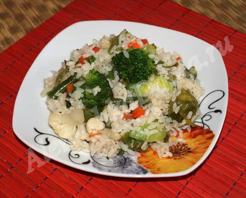Вкусный рис с овощами. Готовое блюдо.
