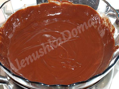 Растопленный шоколад для торта Брауни
