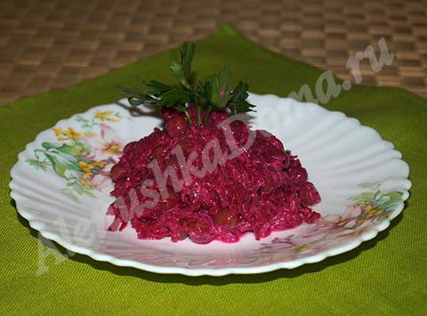 салат из вареной свеклы с зеленым горошком