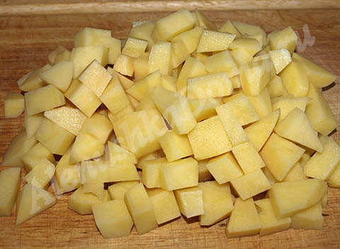 Порезанный кубиками картофель