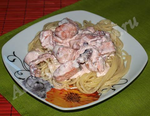 Спагетти с морепродуктами. Готовое блюдо.