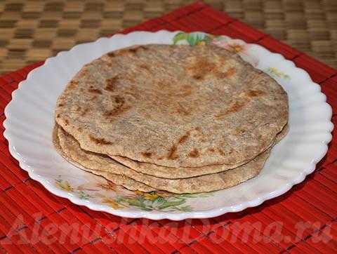 Индийские лепешки (Чапати и Пури). Готовое блюдо.