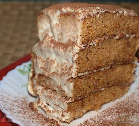 Торт медовый со сметанным кремом. Готовое блюдо.