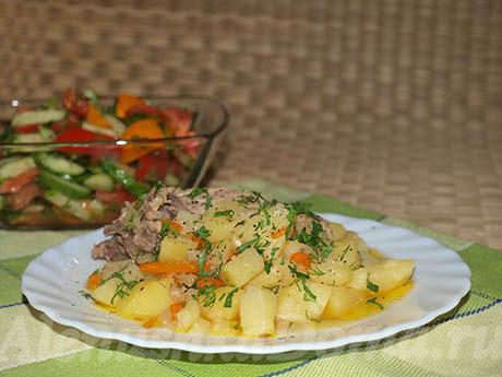 Картошка с курицей в мультиварке